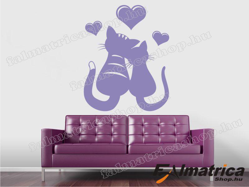 10. Szerelmes cicák falmatrica szívekkel