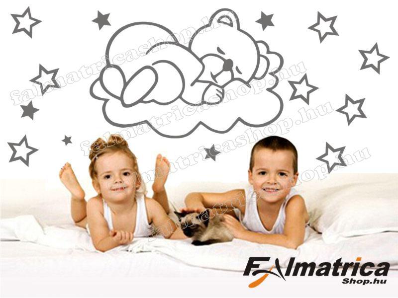 16. Alvó macis falmatrica csillagokkal